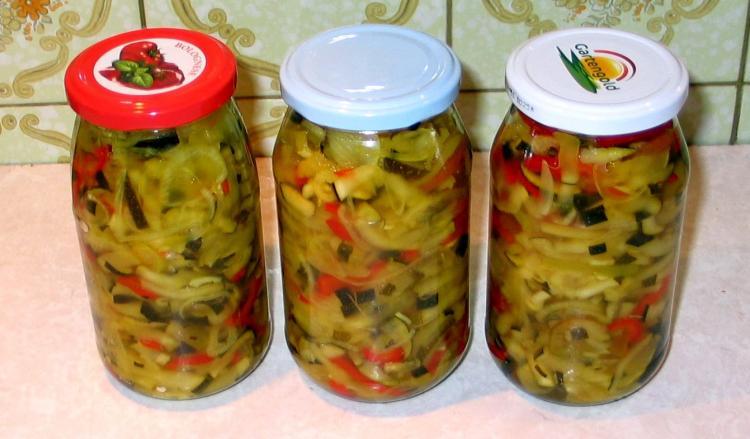 5 zucchinisalat mit knoblauch rezepte kochmeister. Black Bedroom Furniture Sets. Home Design Ideas