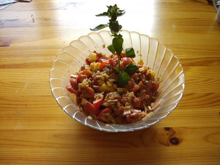 16 tomatensalat pikant rezepte kochmeister. Black Bedroom Furniture Sets. Home Design Ideas