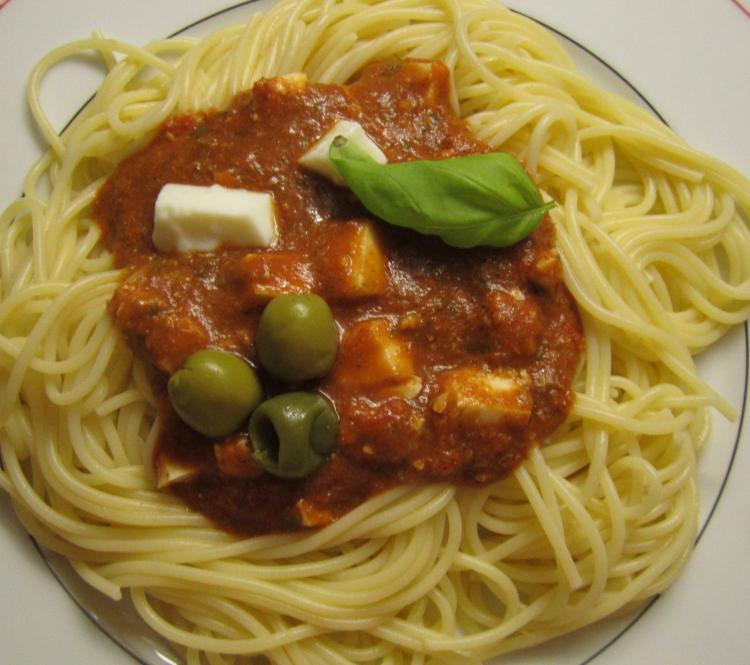 spaghetti mit kalter tomatensauce f r den sommer ein kochmeister rezept. Black Bedroom Furniture Sets. Home Design Ideas