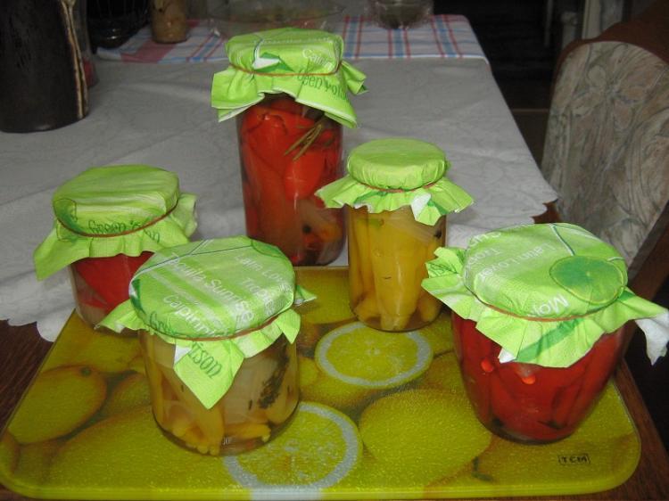 gelbe rote pfefferoni und gr ne tomaten ein kochmeister. Black Bedroom Furniture Sets. Home Design Ideas